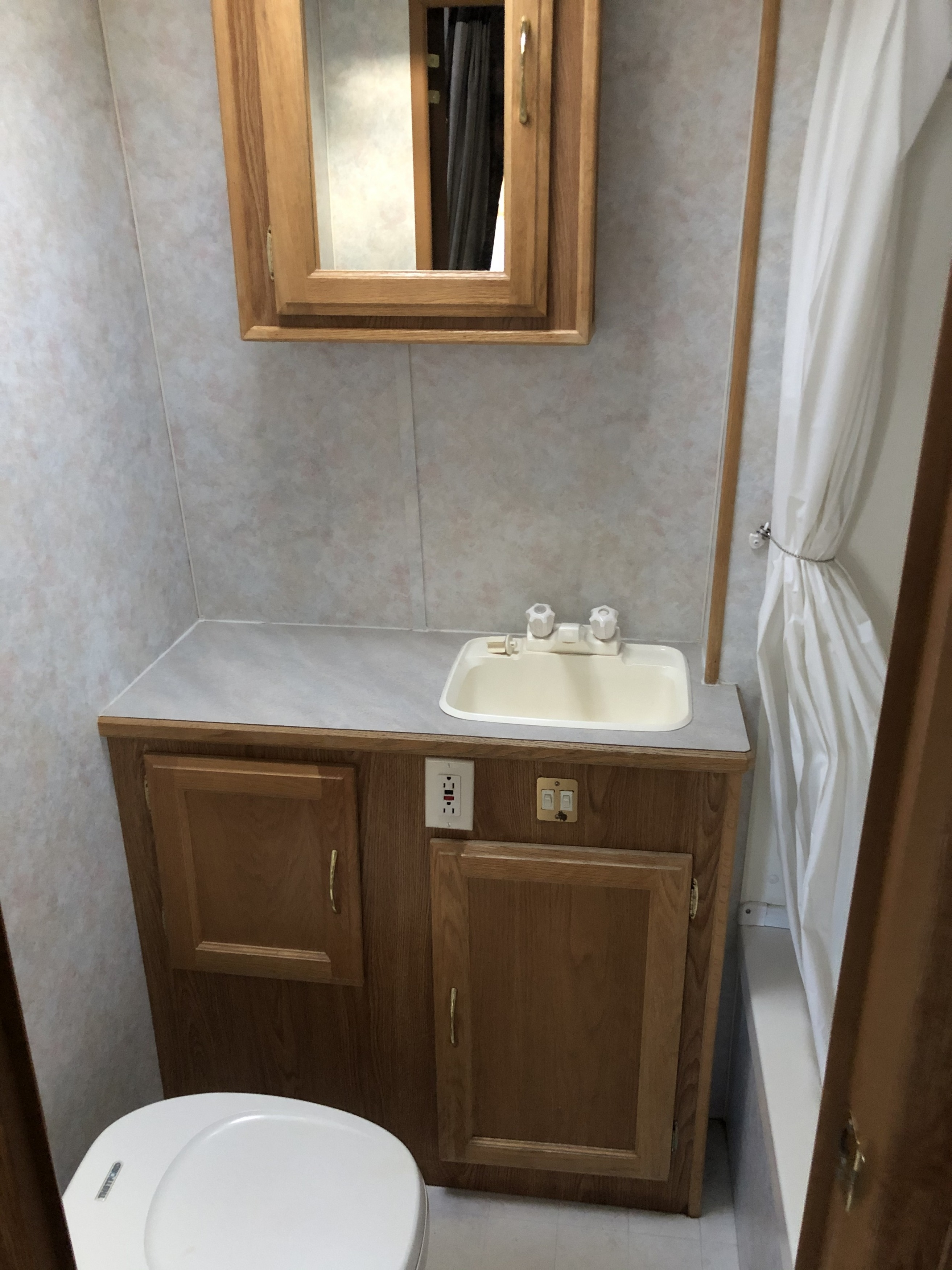 25' Frontier 5th Wheel Bathroom interior view