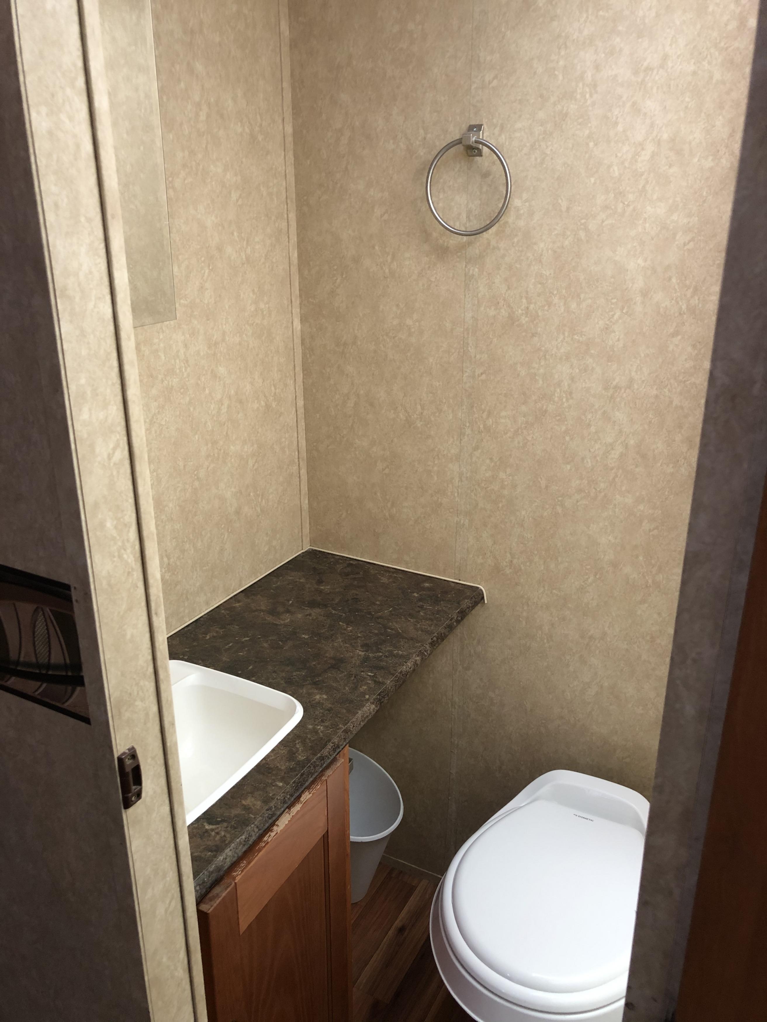 27' Heritage Glen Bathroom interior view