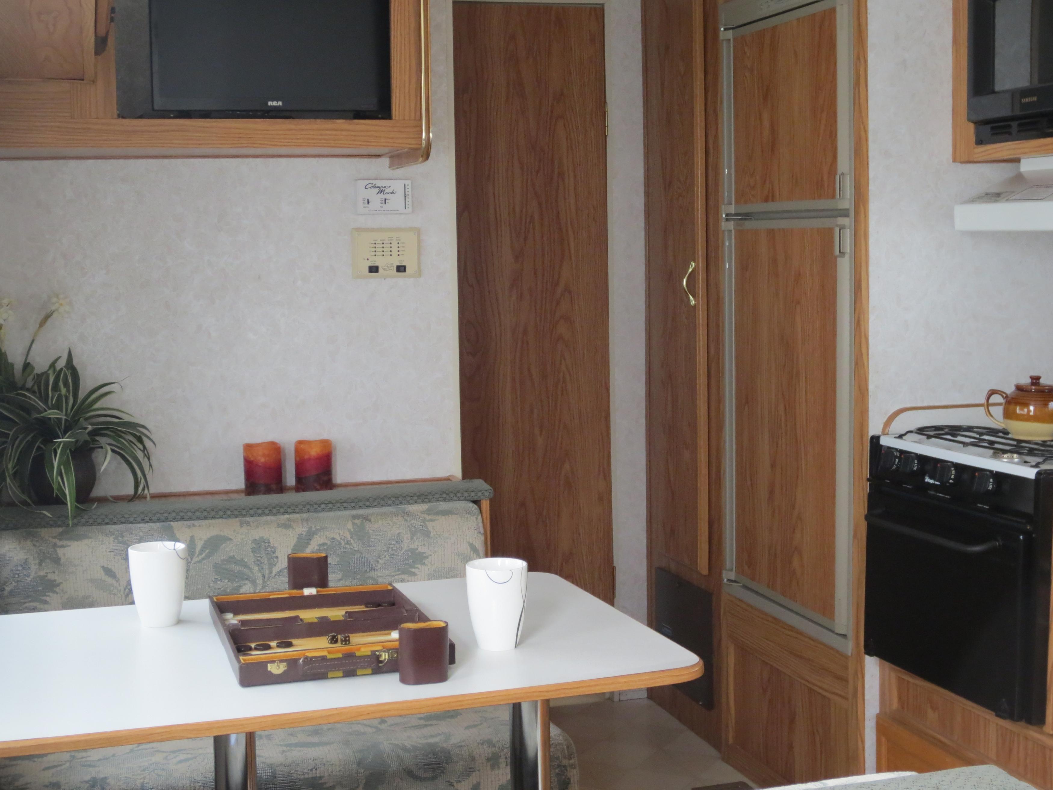 27' Gulfstream Trailer Kitchen & Dinette View