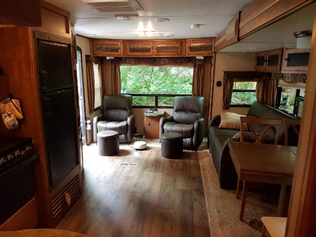 34' Sprinter Trailer Interior View