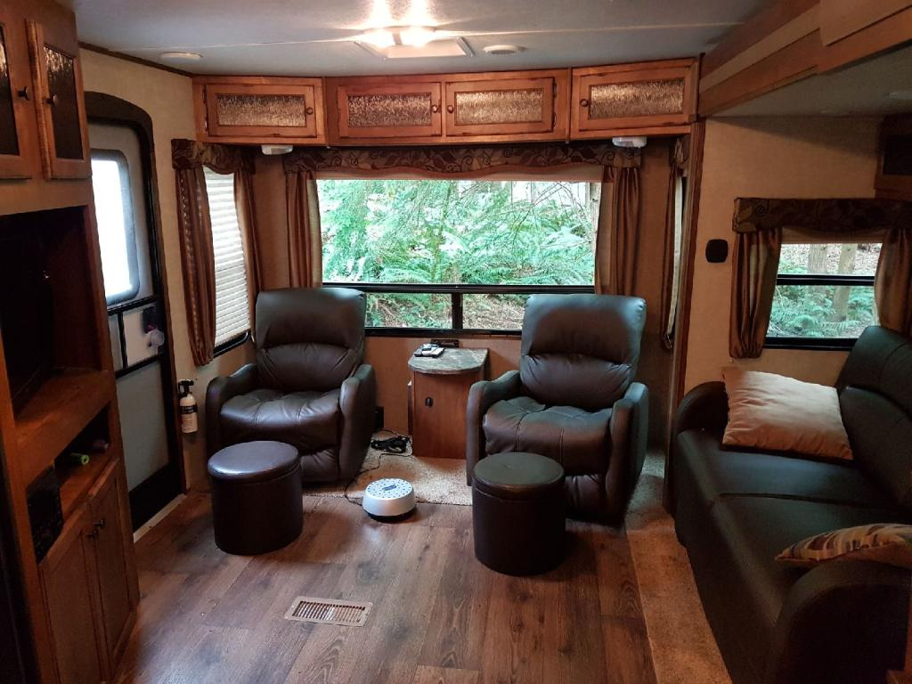 34' Sprinter Trailer Reclining Chairs