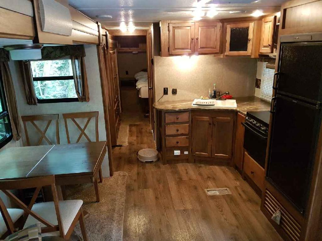 34' Sprinter Trailer Kitchen & Dinette View