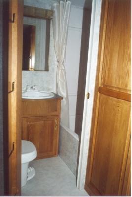 26' Topaz 5th Wheel Bathroom View