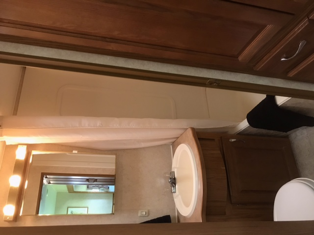 27' Topaz 5th Wheel with Slide-out bathroom
