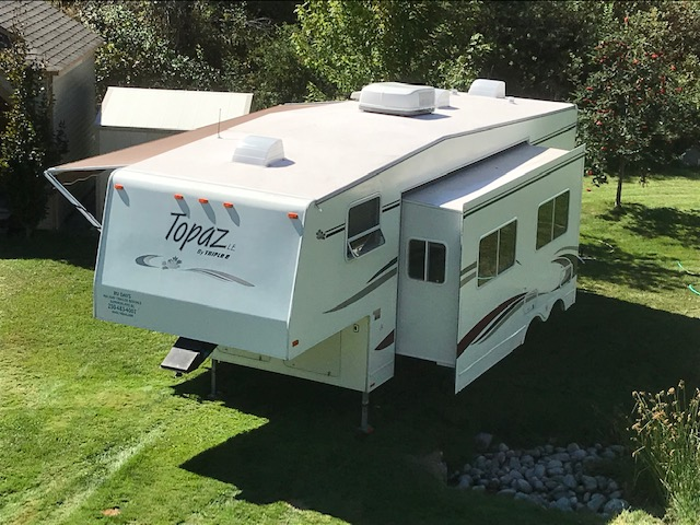 27' Topaz 5th Wheel with Slide-out aerial view
